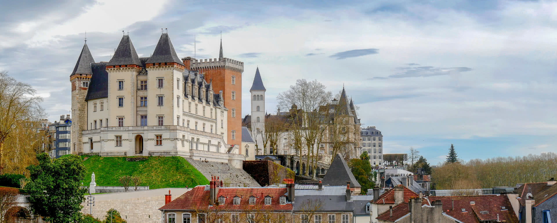 Titelbild von Pau